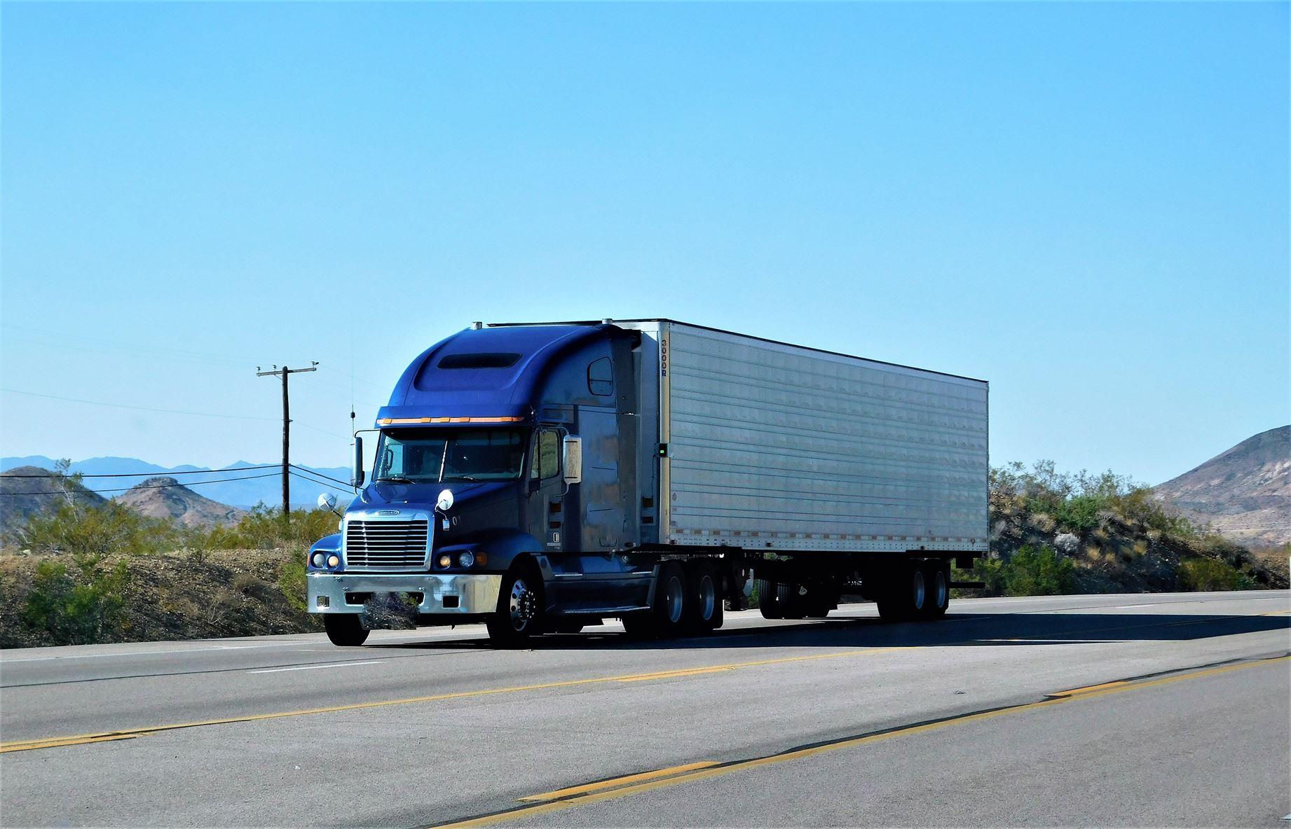 taśma do naprawy plandek w ciężarówce